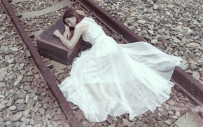 Picture girl, the situation, railroad, suitcase