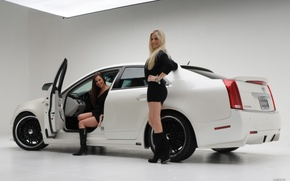 Picture Girls, on the machine Cadillac, Two beautiful girls