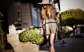 Picture girl, the city, street, hat, street style