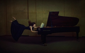 Picture girl, notes, piano, levitation