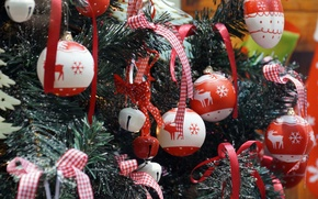 Picture balls, tree, bows