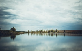Picture the sky, clouds, river, silence, calm