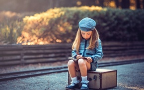 Picture girl, Notepad, suitcase, Young Travelers