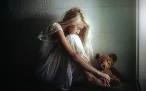 Picture toy, TJ Drysdale, sadness, girl, bear