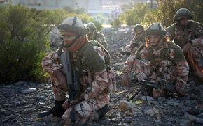 Picture weapons, soldiers, Royal Army of Oman