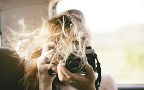 Picture ring, the camera, blonde