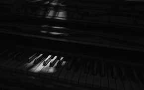 Picture light, shadow, piano