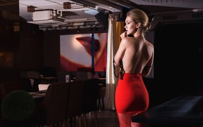 Picture woman, blonde, red dress