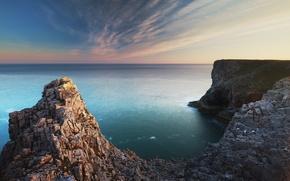 Picture the ocean, rocks, Pembroke, south Wales