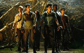 Picture girl, guys, Thomas, Teresa, Kaya Scodelario, Dylan O'Brien, The Maze Runner, Aml Ameen, Lee Hong ...