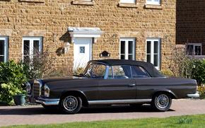 Picture house, black, Mercedes, convertible, car