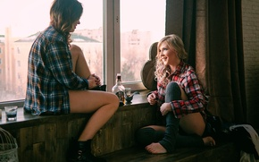 Picture alcohol, two girls, friend, the conversation, Friends
