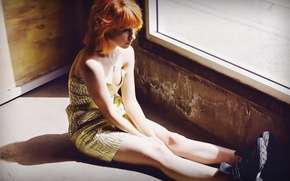 Picture girl, red, Hayley Williams, window