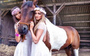 Picture horse, two girls, Life They Will Treat Guests, Sisters with horse