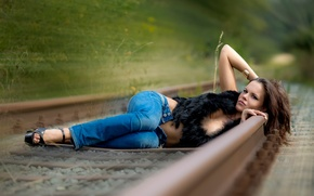 Picture girl, rails, Speed