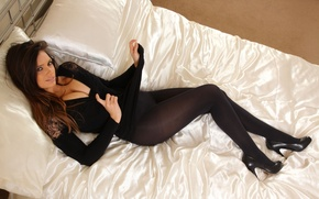 Picture look, face, room, body, bed, pillow, shoes, brown hair, British, Louisa marie