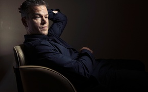 Picture photographer, actor, sitting, Matt Damon, photoshoot, in the chair, Matt Damon, for the film, Toronto ...