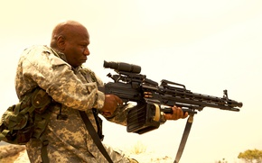 Picture weapons, optics, machine gun, form, camouflage, cartridges, action, position, Wing Rams, Ving Rhames, Soldiers of …