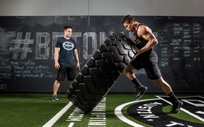 Picture pose, strength, crossfit, giant tire