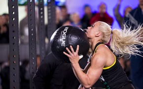 Picture blonde, competition, crossfit, ball weight