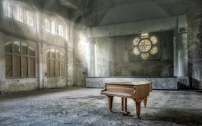 Picture hall, piano, music