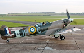 Picture field, the plane, the airfield, British, WW2, single-seat fighter, Spitfire LF.Vb