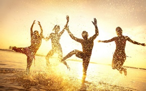 Picture WATER, HORIZON, The SKY, DROPS, JUMP, GIRLS, SQUIRT, SUNSET, LIGHT, PEOPLE, JOY, RAYS, SUMMER, DAWN, ...