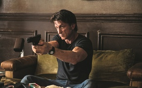 Picture pistol, wall, weapon, wood, charger, tatoo, sofa, butt, rifle, table, clock, ammunition, Sean Penn, ammo …