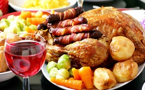Picture vegetables, carrots, festive table, a glass of wine, potatoes, garnish, fried chicken, sausages