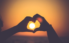 Picture the sun, heart, hands