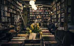 Picture computer, flowers, books, the old man, lamps, used books
