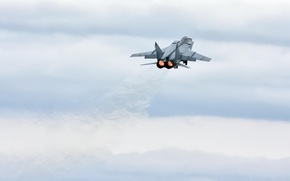 Picture clouds, the rise, fighter-interceptor, MiG 31