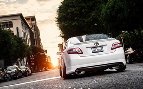 Picture the city, white, white, toyota, Toyota, camry, Camry, stance