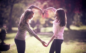 Picture girls, Heart, hands