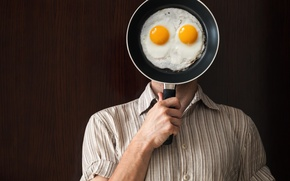 Picture shirt, pan, fried eggs