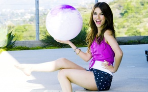 Picture GIRL, LOOK, The BALL, BROWN hair, SHORTS, BRUSCA