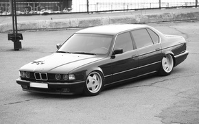 Picture black and white, BMW, dark red, E32