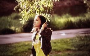 Picture summer, look, the sun, light, face, smile, Park, tree, Girl, figure, slim, brunette, Girl, light, ...