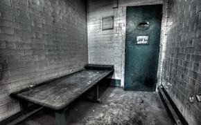 Picture camera, prison, the bench