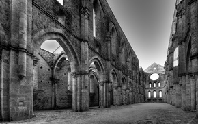 Picture Church, Black and white, The ruins
