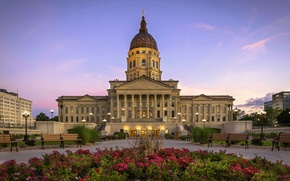 Picture bench, the evening, lights, USA, Palace, Petunia, Kansas, State Capitol