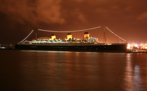 Picture the evening, liner, Queen Mary 2, cruise, port.