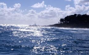 Picture sea, the sun, shore, reflections