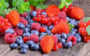 Picture berries, raspberry, strawberry, placer, blueberries, red currant
