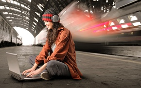 Picture girl, metro, headphones, laptop, privacy, passion