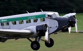 Picture the sky, the plane, the rise, Ju-52