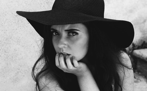 Picture girl, hat, b/W, brunette, black and white
