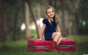 Picture children, the situation, suitcase