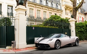 Picture street, pagani, to huayr, super car