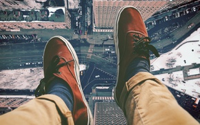 Picture road, the city, feet, height, sneakers, home, the view from the top, street